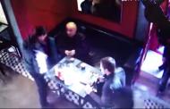 დეპორტაცია უკრაინიდან: რესტორანში შეუვარდნენ და ხელები ამოუტრიალეს (ვიდეო)