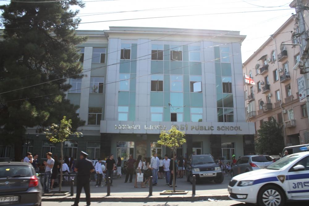 თბილისში, 51-ე საჯარო სკოლის 2 მოსწავლე დაჭრეს: პოლიცია მობილიზებულია
