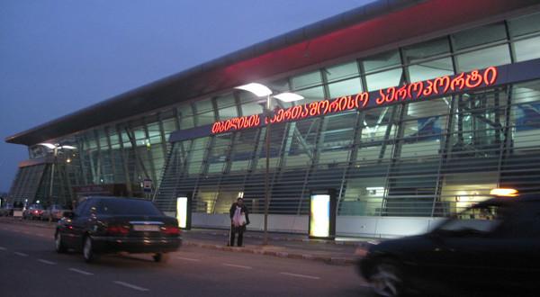 დაკავება აეროპორტში: ანაკლიაში გოგოს გაუპატიურების ბრალდებით ირანის მოქალაქე დააკავეს