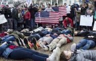 თეთრ სახლთან მოსწავლეებმა მწოლიარე აქცია იარაღის კონტროლის გაძლიერების მოთხოვნით გამართეს