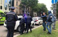 პოლიციამ პარლამენტთან 3 ადამიანი ერთმანეთთან ჩხუბის გამო დააკავა