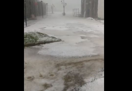 ძლიერი სეტყვა და თოვლი გუდაურში (ვიდეო)