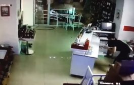თბილისში არასრულწლოვნებმა Dom Kofe-ს ერთ-ერთი ფილიალი გაქურდეს (ვიდეო)